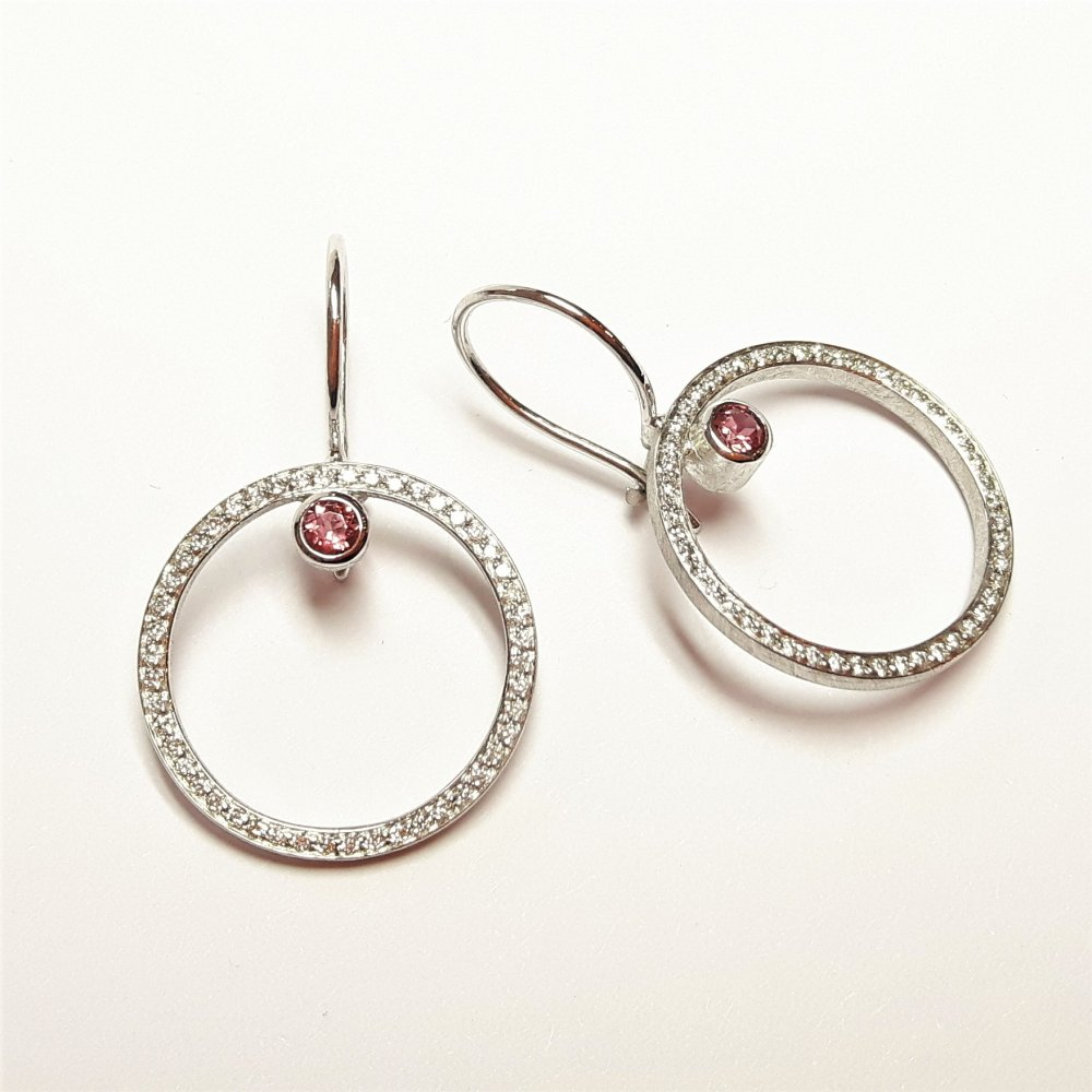 Boucles d'oreilles en or blanc 18kt, diamants et tourmalines roses.