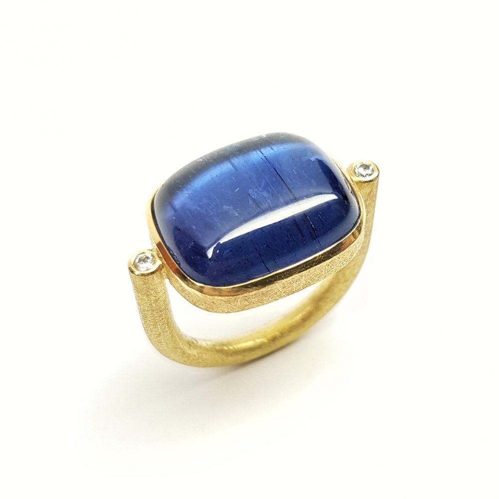Bague en or jaune 18kt,  tanzanite et diamants.