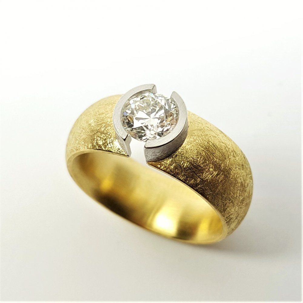Bague en or jaune/blanc 18kt et brillant 0,90ct.