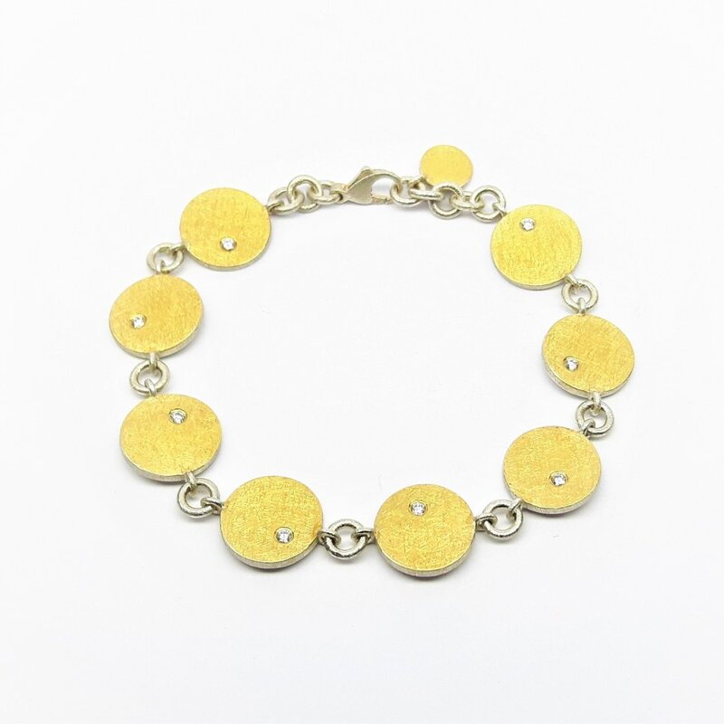 Bracelet en or jaune 24kt, argent 925-. et 8 brillants.