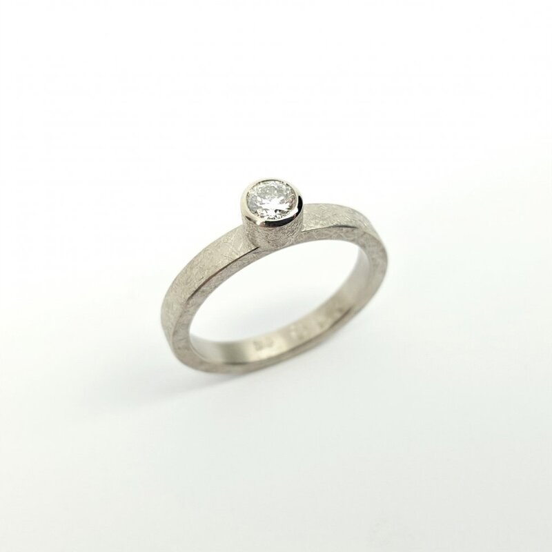 Bague en or blanc 18kt et brillant 0,25ct.