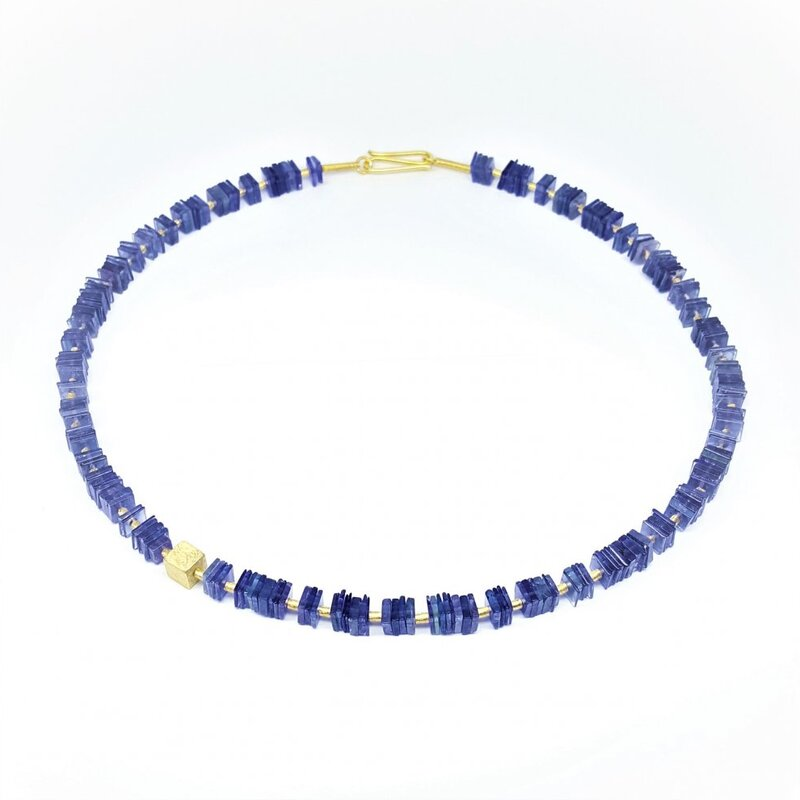 Collier en tanzanite et or jaune 18kt.