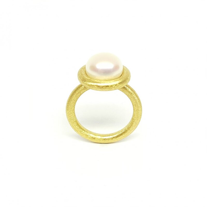 Bague en or jaune 18kt, perle de culture d'eau douce.