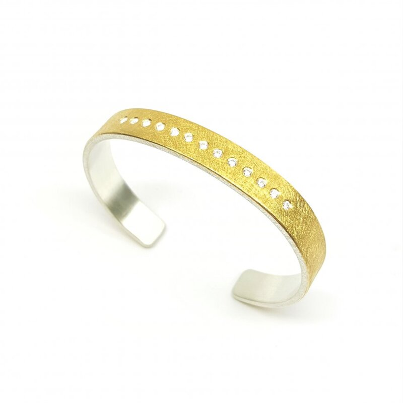 Bracelet en or jaune 24kt, argent 925-. et 13 brillants.