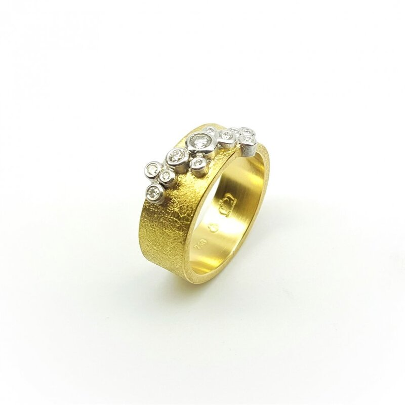 Bague en or 18kt et brillants.