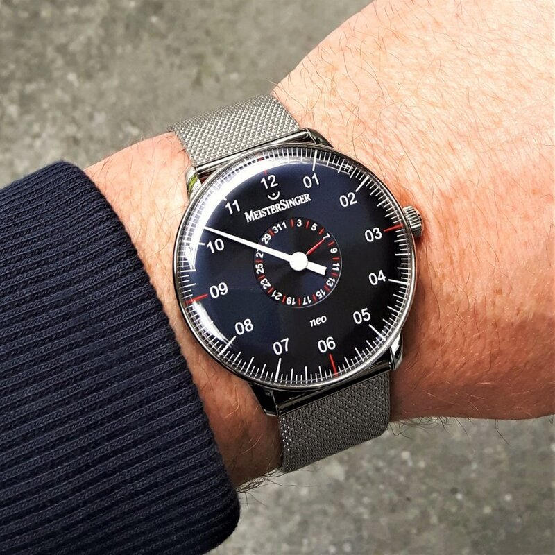 Meistersinger Neo plus NED417 pointer date, steel blue.