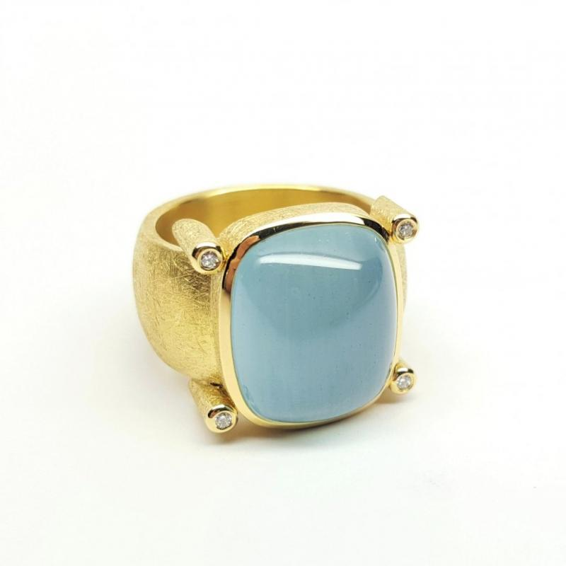 Bague en or jaune 18kt,  aigue-marine et diamants.